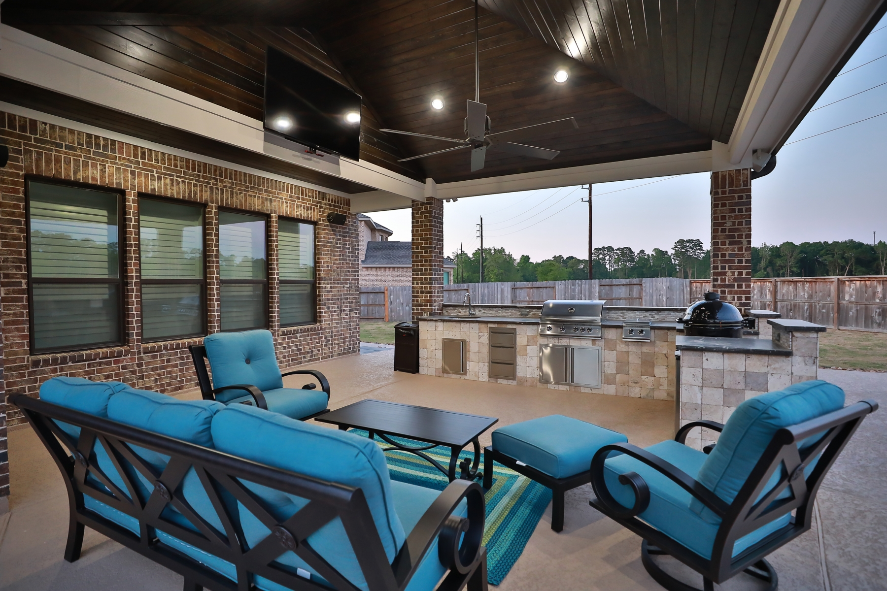Large Covered Patio with Outdoor Kitchen & Living Area