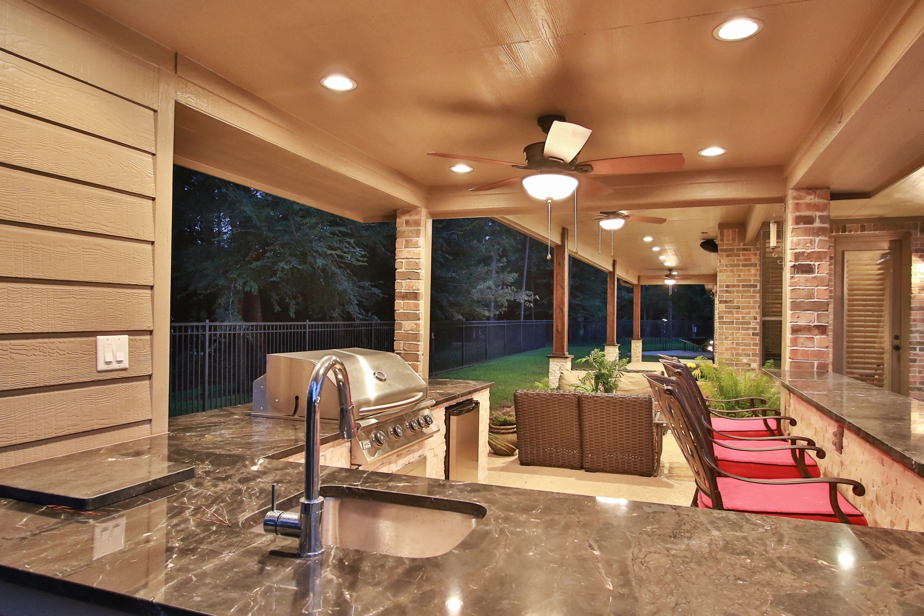 Outdoor Kitchen & Covered Patio