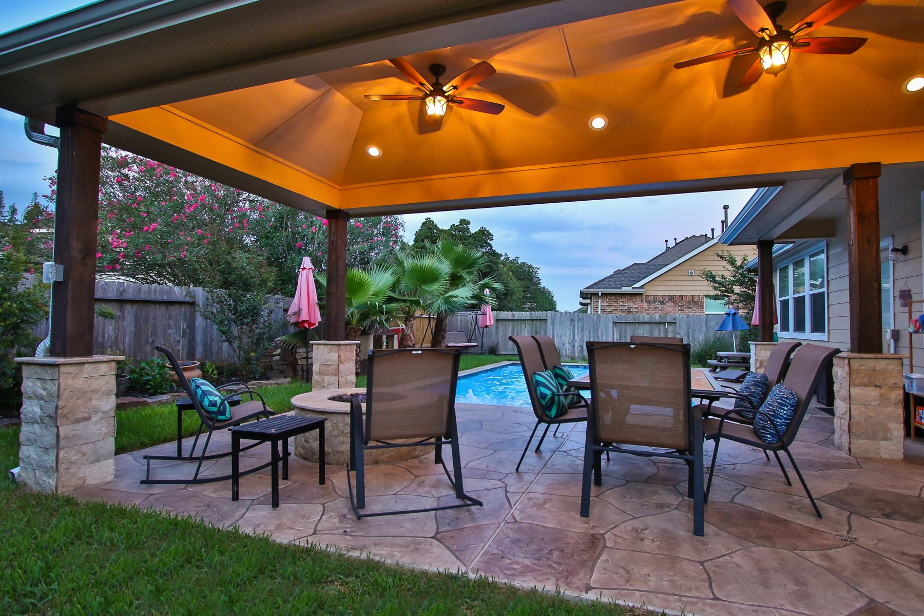 Covered Patio with Dining Area & Fire Pit